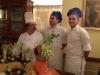 antica-corte-lo-chef-nazzareno-con-i-suoi-aiutanti-di-cucina